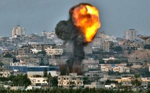 Een van de bombardementen op Gaza-Stad. © BBC 2012.
